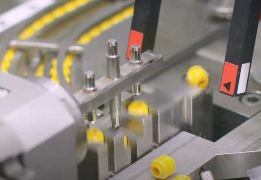 Producción minifiguras LEGO RNA Vibrant
